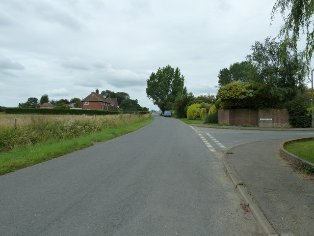 Approaching the junction of Stumps Lane and Stumps End