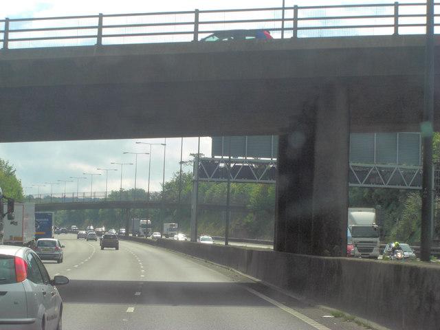 M25 footbridge crosses from Green Lane