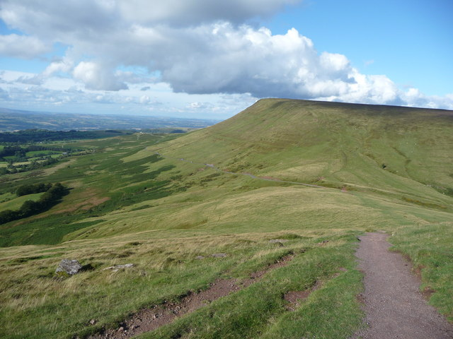 Path down Twmpa towards Gospel Pass and Hay Bluff