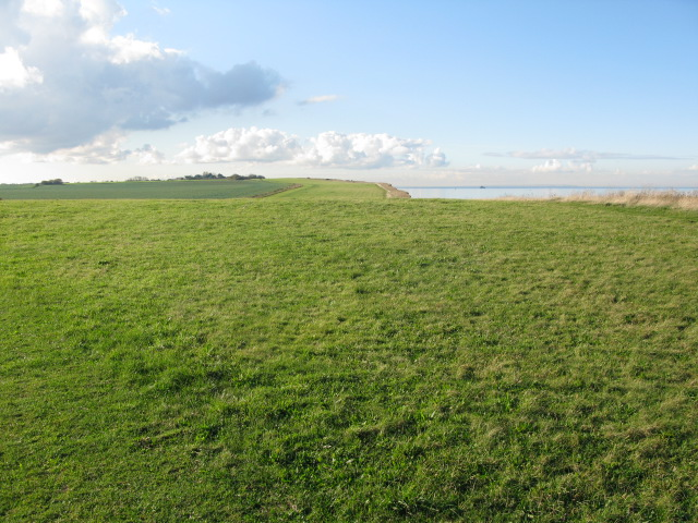 View along the coastal path towards Herne Bay