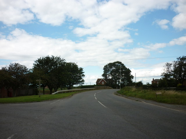 Station Road towards Hubberts Bridge