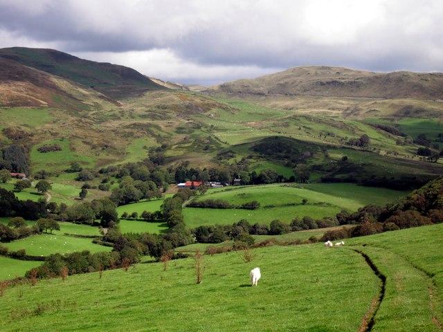 Descent into Cwm Ceulan