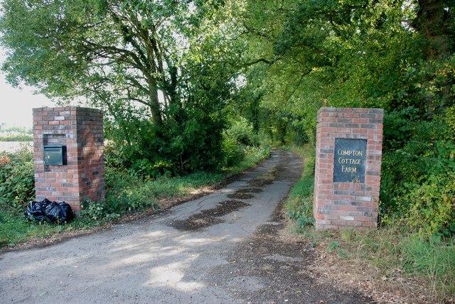 Entrance to Compton Cottage Farm, Heron's Gate Road