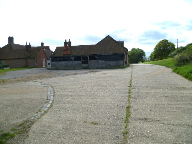 Bridleway arrives at Holdhurst Farm
