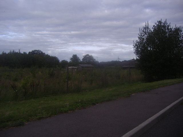 Fields and buildings by New Pond Road, Binscombe