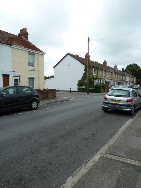 Approaching the junction of Vernon Road and Vernon Close