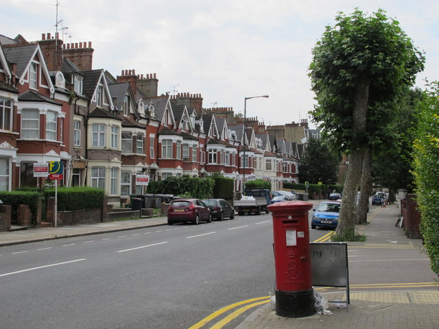 Chichele Road / Rockhall Road, NW2