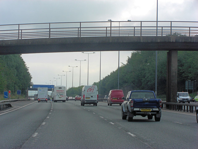 M25 footbridge south of Margery