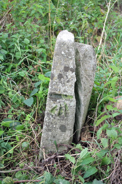 Benchmark on boundary stone at bend in Little Wittenham Road