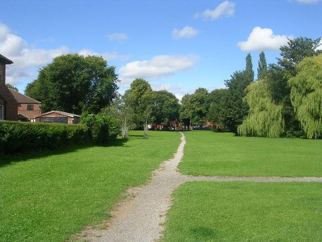 Footpath - off Millfield Avenue