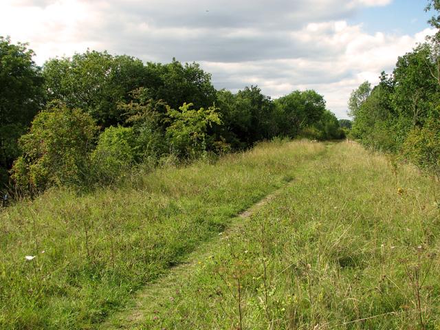 Narrow path along the railway embankment, Narborough