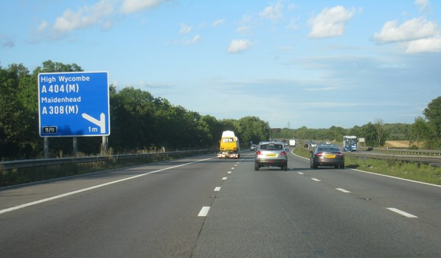 M4 approaching junction 8/9