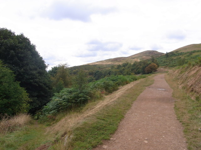 Path up Green Valley joins Worcestershire Way