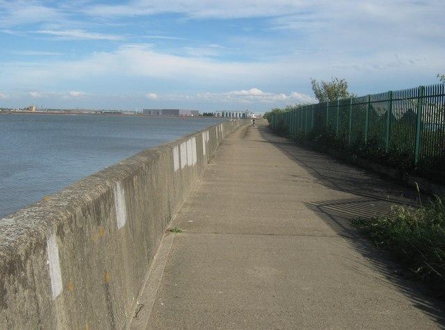 Riverside Path towards Erith
