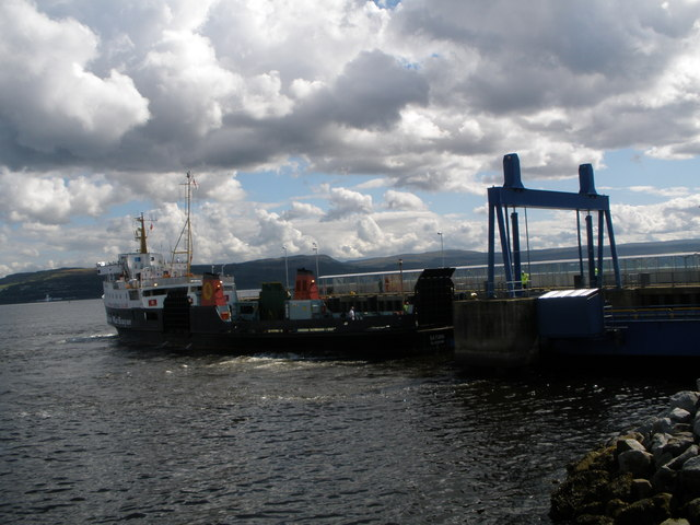 Cal-Mac ferry Saturn berthing at Dunoon linkspan