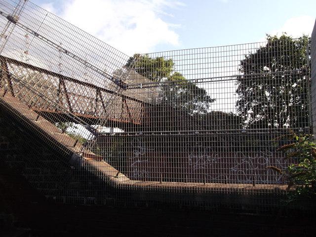 Footbridge over railway near Towncourt Lane