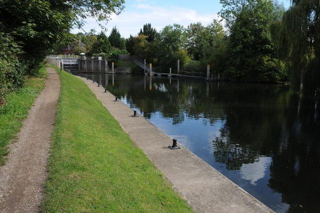 Below Old Windsor Lock