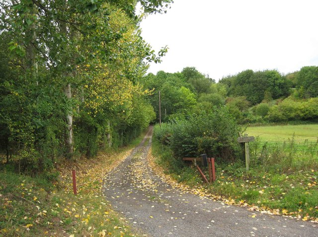 Public footpath and access road to Bank Farm, near Areley Kings