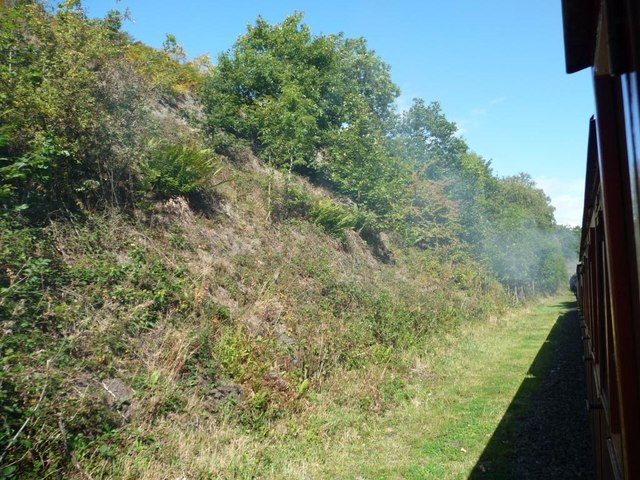 Wide railway cutting, narrow railway