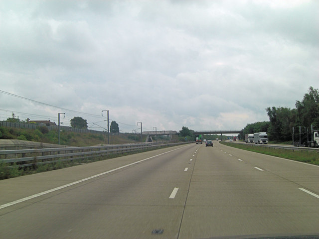 M20 bridge carries minor road south of Harrietsham