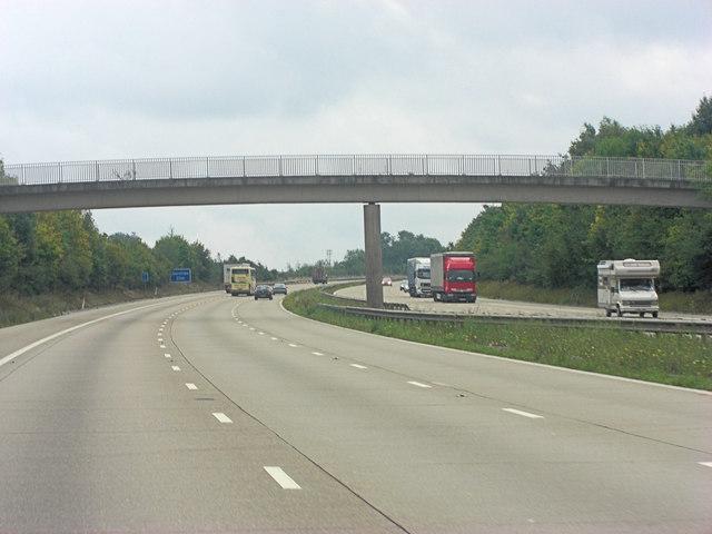 M20 footbridge carries path south of Eyhorne Street