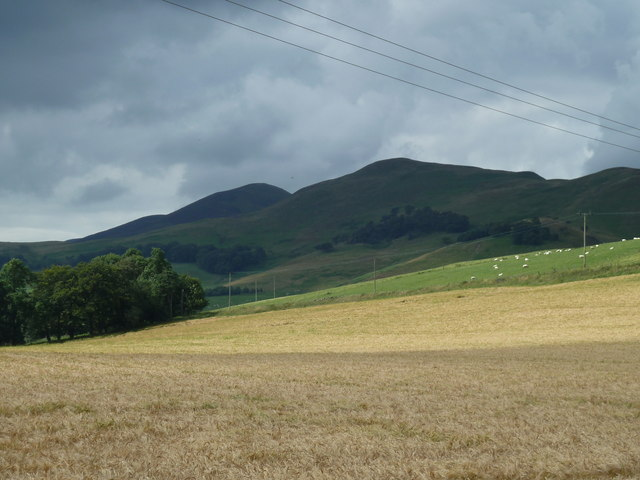 Turnhouse and Carnethy hills from the lane to Castlelaw