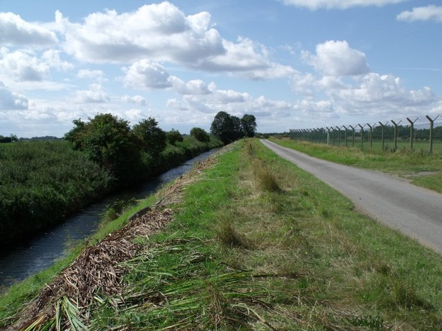 Catchwater Drain and road near Toot Hill Farm