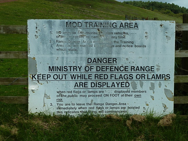 M.O.D. warning notice at Castlelaw, Pentlands