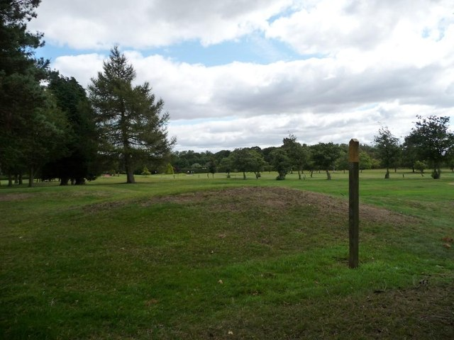 Crossing Garforth golf club by public footpath [2]