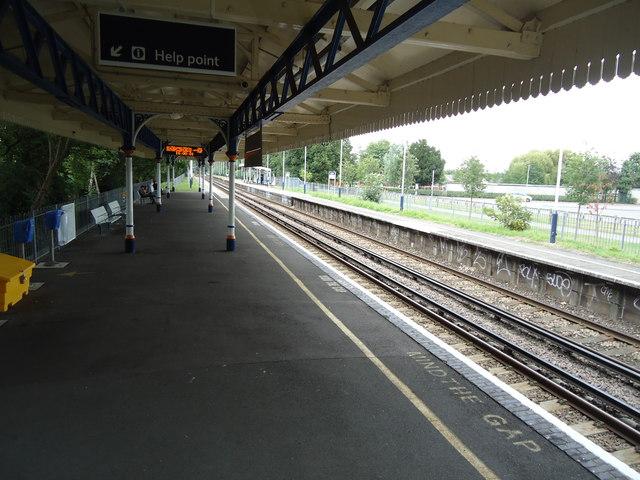 Kempton Park railway station