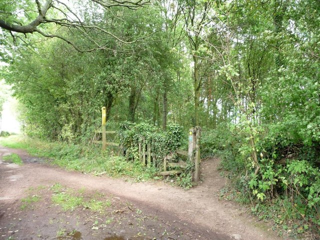 Footpath to the golf course leaving Barnbow Lane