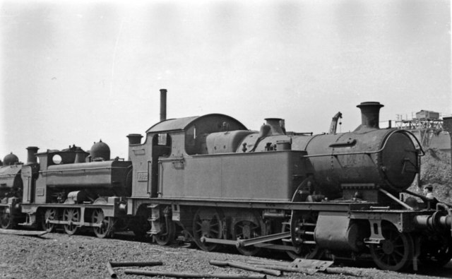 Swindon Works: 2-6-2T and 0-6-0T on Dump