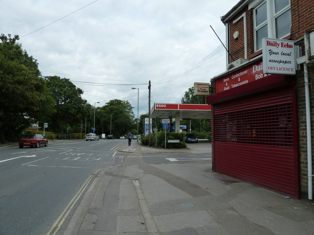 Approaching the junction of Barton Road and Bishopstoke Road