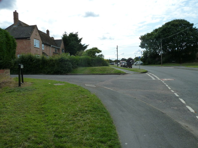 Approaching the junction of Water Lane and Abbotsfield
