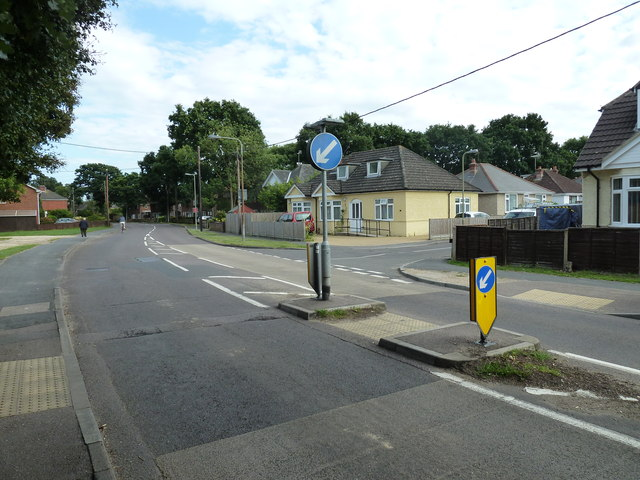 Approaching the junction of Calmore Gardens and Calmore Road