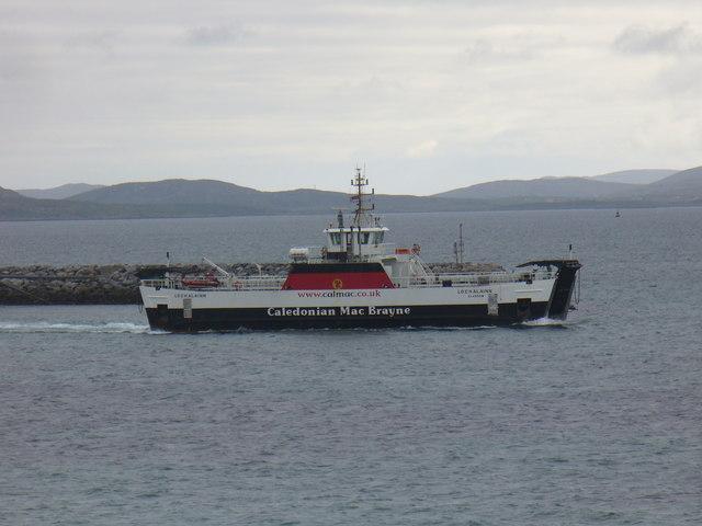 Lochalainn departs Eriskay