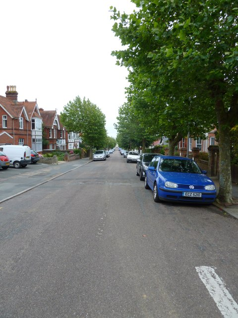 Parked cars in Victoria Road