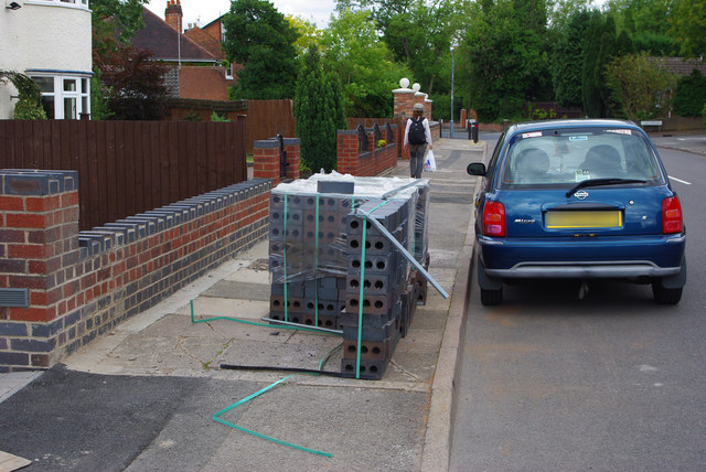 An obstructed footway, Oakfield Road, Selly Park