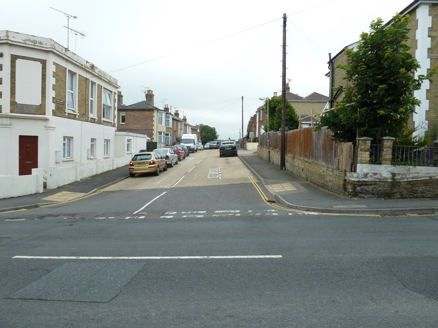 Looking from St John's Road into Abingdon Road