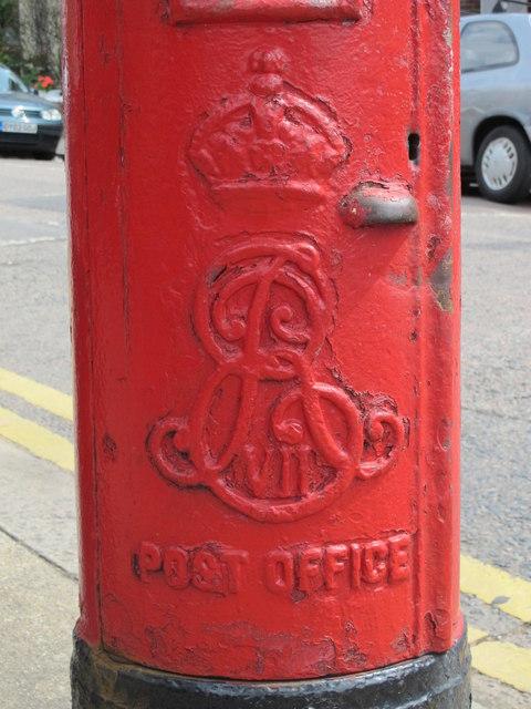 Edward VII postbox, Temple Road / Newton Road, NW2 - royal cipher