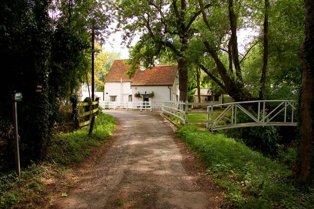 Road to Marcham Mill
