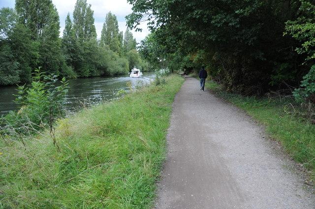 Thames Path beside the Desborough Cut