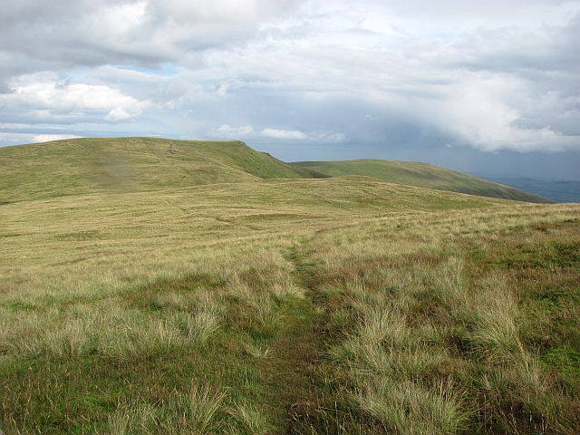 Path between Ben Cleuch and Andrew Gannel Hill