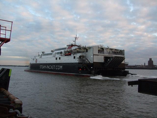 Manannan berthing at Liverpool