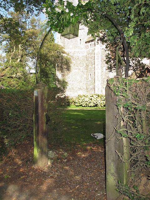 St Paul's church, Woldingham: gateway