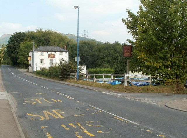 Hereford Road approaches the New Inn, Mardy