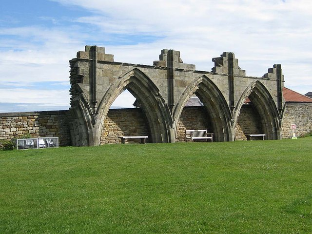 Seats from which to contemplate the abbey ruins
