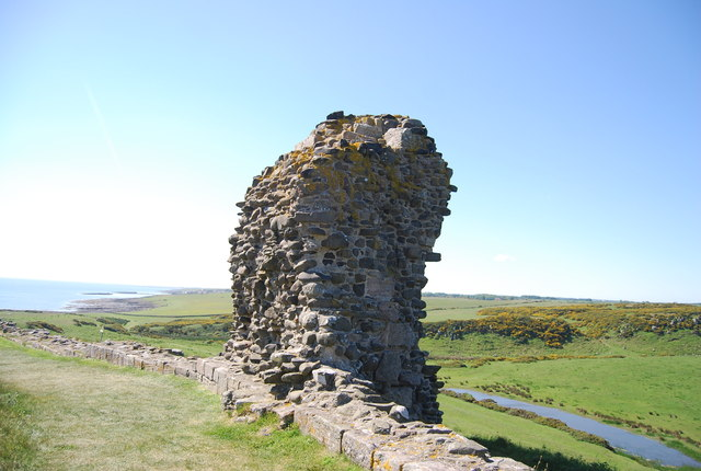 Dunstanburgh Castle, remains of a wall