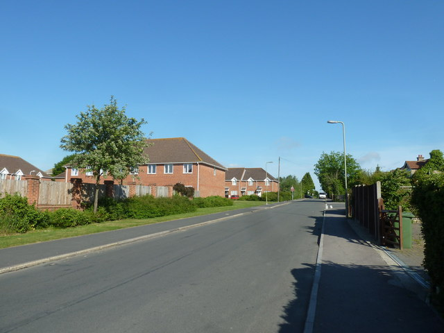 Approaching the junction of Coppice Way and Fareham Park Road