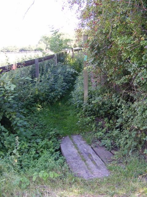 Footbridge of the footpath to Parham & Easton